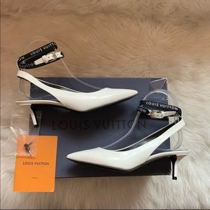"""New! LOUIS VUITTON """"Call Back"""" Logo Leather Pumps"""